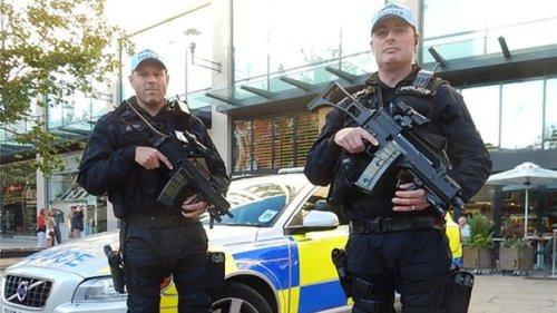 _77295574_armedpolice