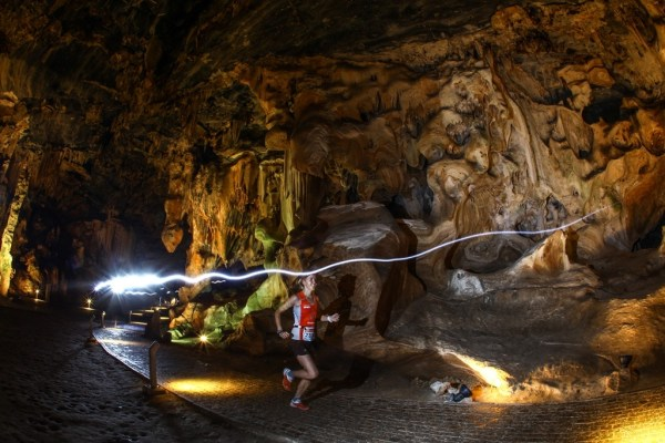 The Dryland Traverse offers the unique opportunity to run through a section of the Cango Caves. Seen here, Landie Greyling in action in 2016. Photo by Oakpics.com.