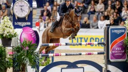 Henrik von Eckermann brought the Longines FEI World Cup™ Jumping 2017 Western European League to a fairytale finish on home ground in Gothenburg (SWE) today when snatching victory with a breath-taking performance from the 11-year-old mare, Mary Lou. (Stefan Lafrentz/FEI)q