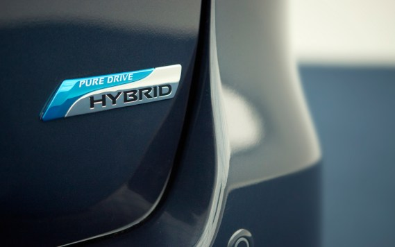 2014-nissan-pathfinder-hybrid-badge