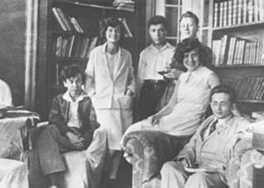 Дома у сестер Каннегисер: Л. Ландау, Е. Каннегисер, В. Амбарцумян, Н. Каннегисер, М. Бронштейн