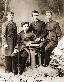 Józef i Bronisław Piłsudcy z kolegami z kołka samokształceniowego w gimnazjum