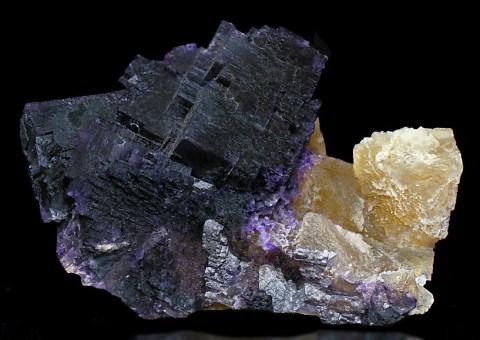 Tucson2011-139IlinoisBi-coloredFluorite2.jpg (221998 bytes)