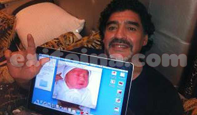 Diego Maradona con Diego Fernando | Foto: @lapostatv