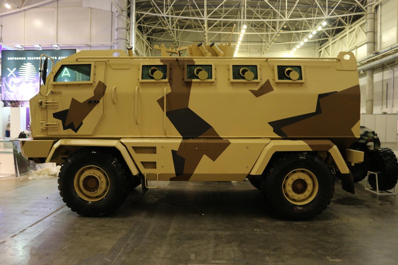 Украинские инженеры разработали бронированный армейский вездеход «КрАЗ-Халк»