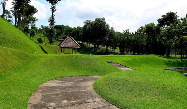 Rumput hijau lapangan golf