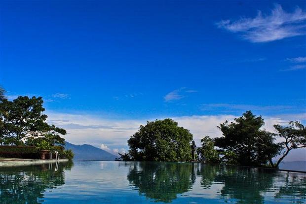 Infinite sky pool
