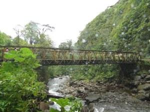 Puente nuevo sobre el río Angel