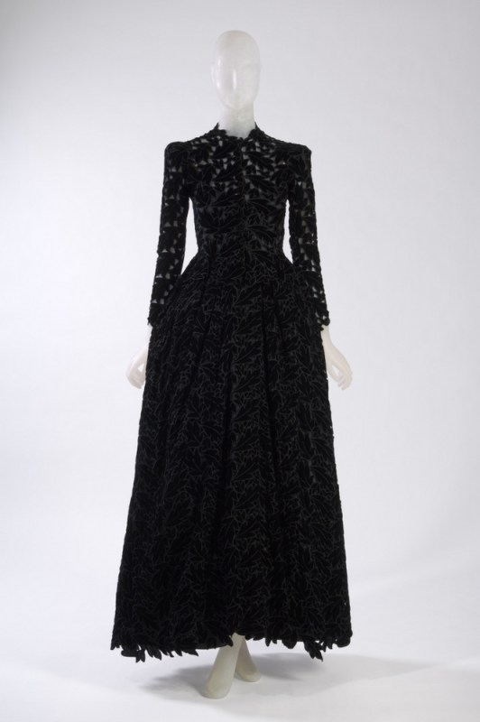 Cristobal Balenciaga Gown Black velvet cutwork 1938, France The Museum at FIT, 91.255.2 Gift of The Estate of Tina Chow