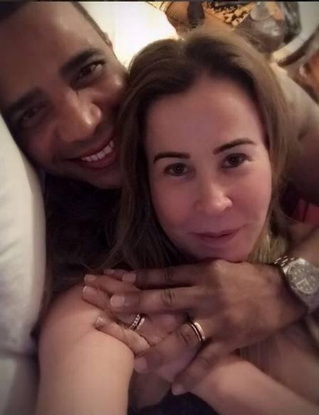 Zilu e o empresario anunciaram o noivado em outubro