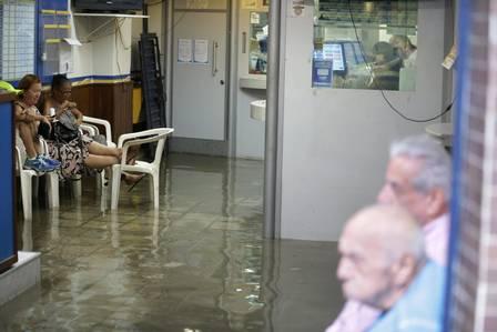 CI Rio de Janeiro (RJ) 29/02/2016 - Chuva deixa ruas alagadas no centro do Rio.Casa lotérica na Rua do Riachuelo. Foto Marcelo Theobald/ExtraAgência O Globo.