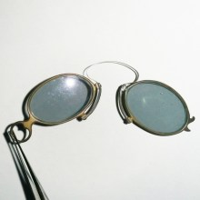 Pince-nez colored eye glasses with gray lenses