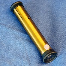 Short hand held spectroscope