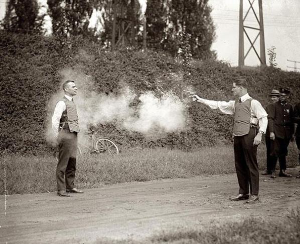 Testing av skuddsikker vest, 1923