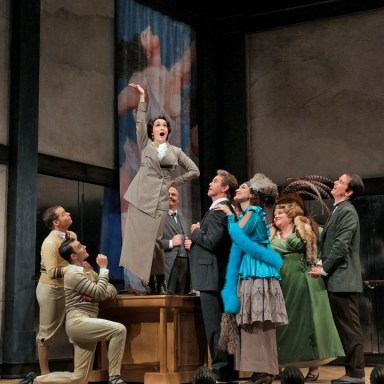 L'Impresario - Santa Fe Opera - Shane Rutkowski, Reed Luplau, Erin Morley, David Govertsen, Anthony Michaels Moore, Brenda Rae, Meredith Arwady, Kevin burdette - Photo: Ken Howard