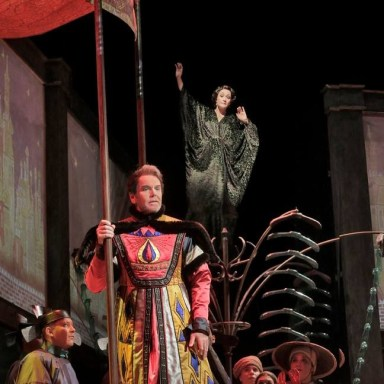 Le Rossignol - Santa Fe Opera - Anthony Michaels Moore, Erin Morley - Photo: Ken Howard