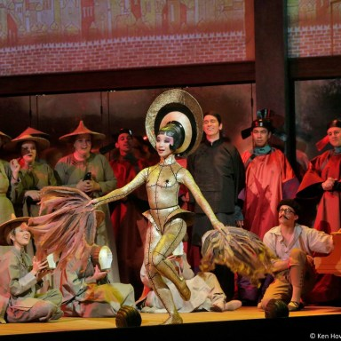 Le Rossignol - Santa Fe Opera - XiaoXiao Wang and Chorus - Photo: Ken Howard
