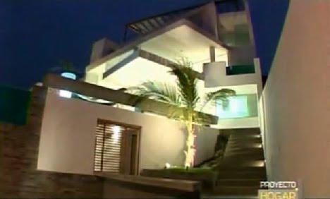 11 fachadas de casas modernas a desnivel fachadas de for Programa diseno exteriores