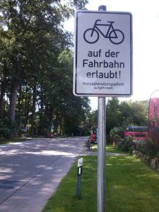 Radfahren auf der Fahrbahn erlaubt!