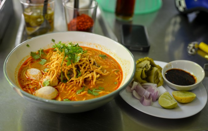 khao soi accompaniments