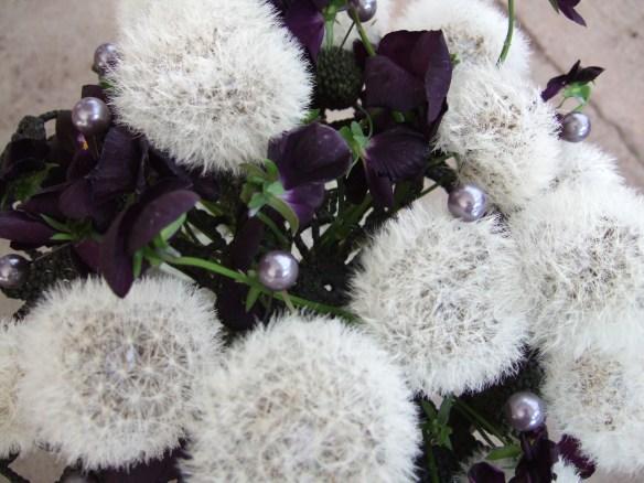 svart vit brudbukett