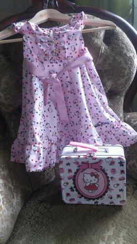 rosa klänning hello kitty