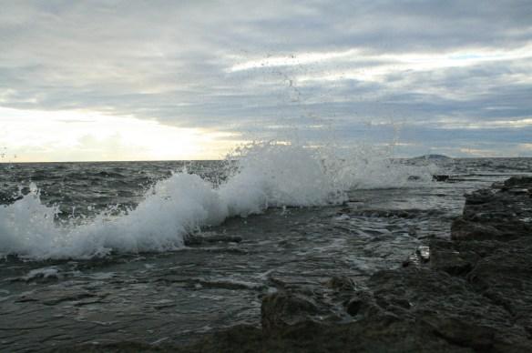 skummande vågor