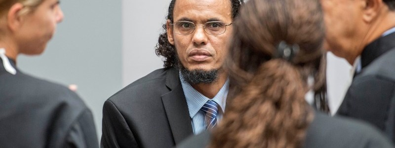 Ahmad al-Faqi al-Mahdi (C) appears at the International Criminal Court in The Hague, Netherlands, August 22, 2016 at the start of his trial on charges of involvement in the destruction of historic mausoleums in Timbuktu during Mali's 2012 conflict.  REUTERS/Patrick Post/Pool