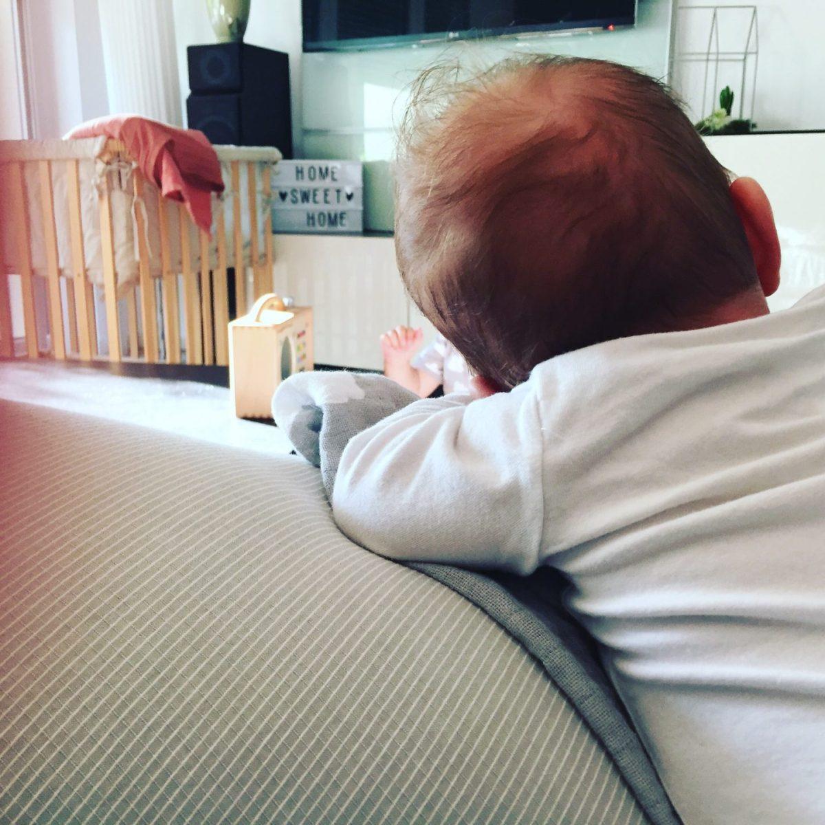 12 Wochen Baby: Großes Baby oder zu kleine Klamotten?