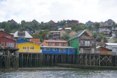 Typische Pfahlhäuser auf Chiloé