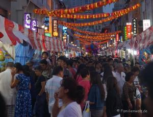 Die Philippinen - abenteuerliche Trauminseln, ein Müllschock und die besten Pfannkuchen der Welt - in Chinatow in Singapur