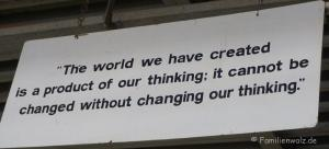 Über Freiheit und Mut, Bobby Dekeyser und die Heiligen der Müllhalde - Motivationsschild bei DEDON