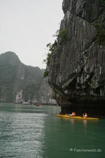 Paddelausflug in die Halong Bucht