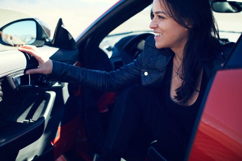 Jaguar F-Type SVR AWD & Michelle Rodriguez | Fanaticar Magazin