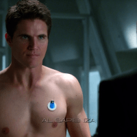 "Robbie Amell as Stephen Jameson shirtless in The Tomorrow People 1x03 ""Girl, Interrupted"""