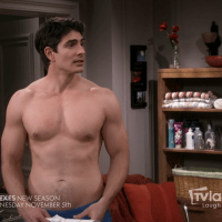 """Brandon Routh shirtless in The Exes 4x01 """"The Devil Wears Hanes"""""""