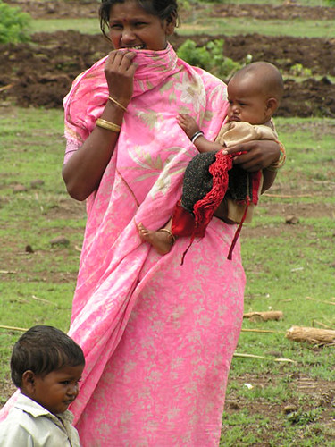 pardhi-woman-and-children