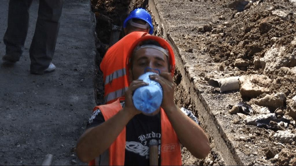 Secretul muncii pe caniculă, direct de pe şantier, de la 46 °C!