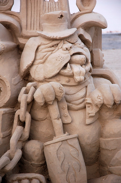 Sand Sculpture -Junkyard Dog - Closeup