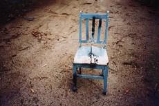 cadeiras, por Julio França. Filme ISO 100, fotografado como 400 e revelado como 800!