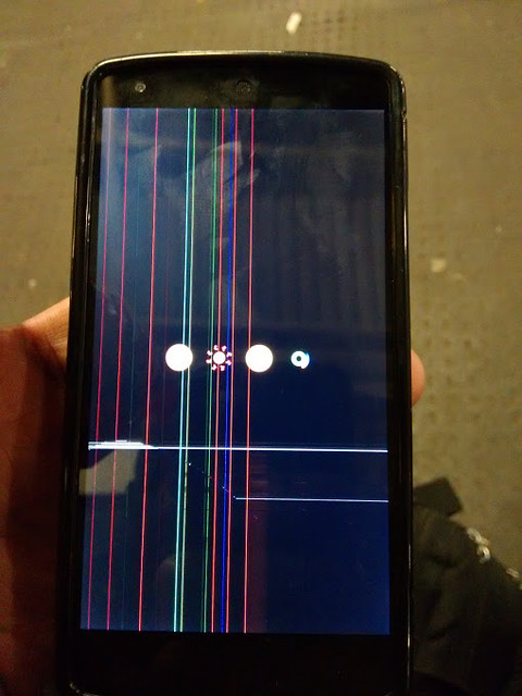 Dead pixels on Nexus 5 screen