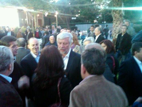 Θερμότατη υποδοχή στη Μεσσήνη πριν την ομιλία του στην πλατεία