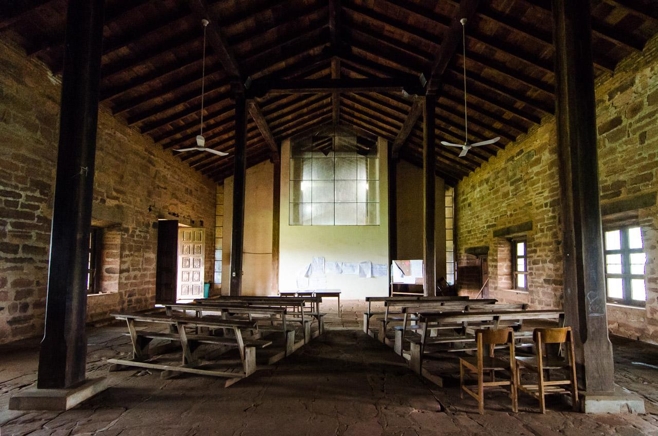 Interior de la capilla de San Cosme y Damián. Durante la época de las misiones, funcionaba como capilla provisoria mientras iba a ser construida la gran iglesia. Proyecto que fue interrumpido después. (Elton Núñez)