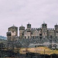 Il Castello di Fénis, un tuffo nel medioevo