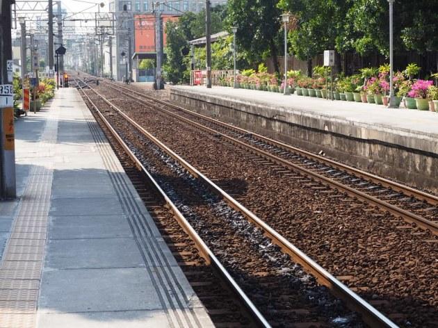 台南駅のホーム