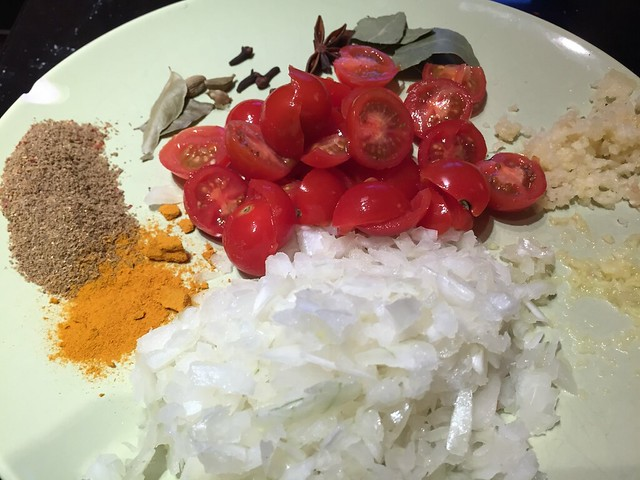 Raw ingredients for the curry sauce