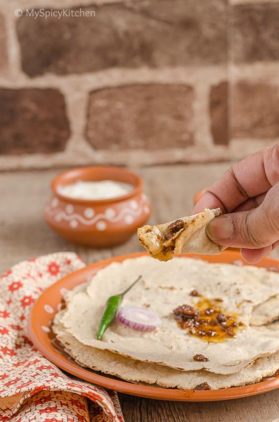 Jonna Rotte, Jowar ki Roti, Sorghum Roti, Sorghum Indian Flat Bread,  Telangana Food, Telangana Cuisine, Telugu Food, Indian Food, South Indian Food, Blogging Marathon, Journey Through the Cuisines, A-Z Challenge, A-Z Telangana Cuisine