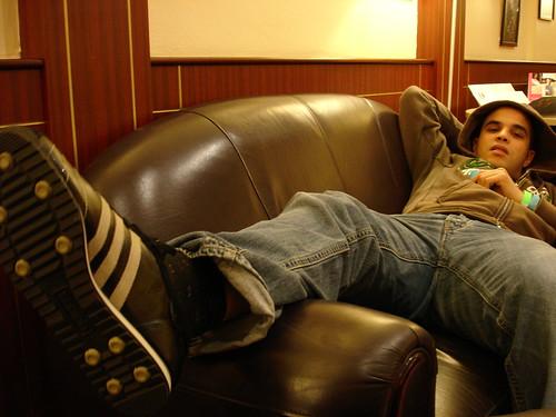 Hassan Bahara, Relaxing