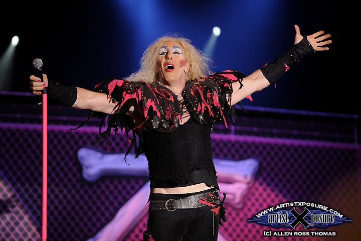 Twisted Sister closes out Rocklahoma 2009