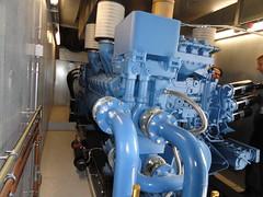 Einer von fünf 16-Zylinder-Schiffsdiesel mit 2000 kW für die RZ-Notstromversorgung.